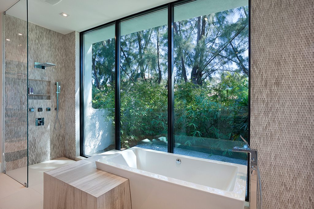 Compound marc michaels interior design for Mid century modern master bathroom