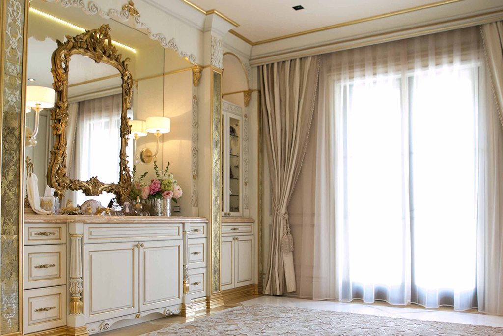 Traditional Master Bathroom Design